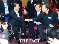 [TF포토] 휠체어 타고 중앙위원회의 참석한 박주선 국회부의장