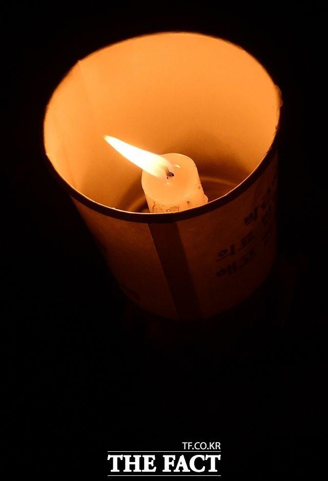 10월 26일 박 대통령의 하야(퇴진)을 요구하는 첫 촛불집회가 서울 광화문 일대에서 개최됐다.