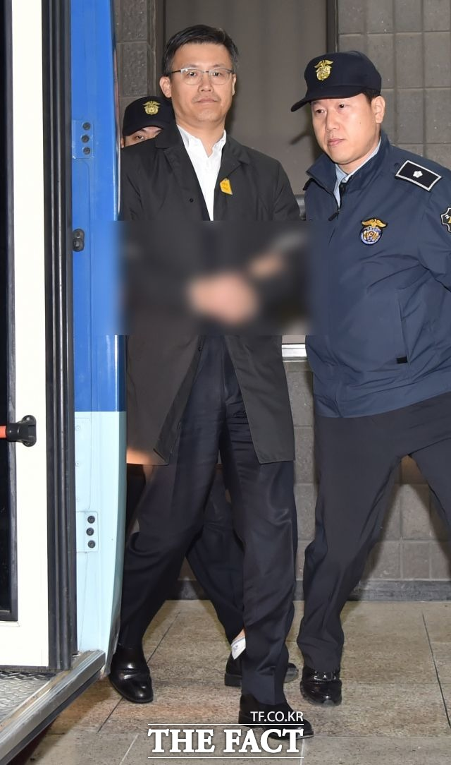 11월 6일 정호성 전 청와대 제1부속비서관 구속.