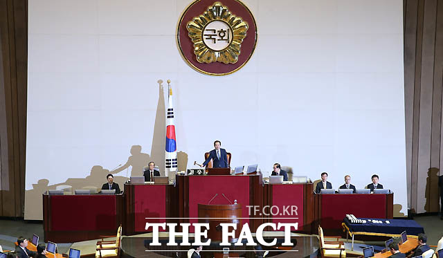박근혜 대통령 탄핵안 가결