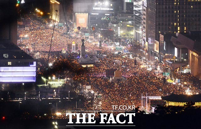 11월 26일 5차 주말 촛불집회 개최했다. 주최측 추산 190만명(경찰 추산 27만명) 참여했고 28일은 김현웅 법무부 장관 사표 수리. 최재경 청와대 민정수석 사표는 보류됐다.
