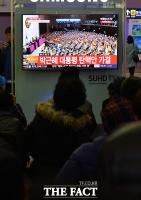 [TF포토] '박근혜 대통령 탄핵' 소식에 쏠린 대구 민심