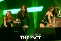 [TF포토] 여성 BJ의 아찔한 댄스 타임!