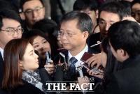 우병우 청문회 출석, '레이저 눈빛+꼿꼿 태도' 여전했다