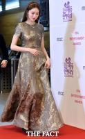 [TF포토] 이성경, '고혹적인 금빛 드레스'