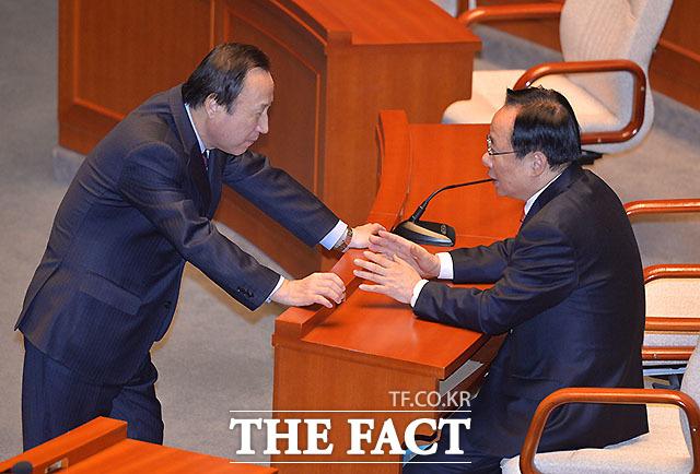 홍일표 개혁보수신당 간사(왼쪽)와 이주영 위원장