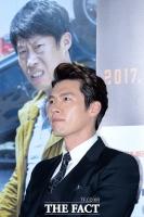 [TF포토] '조각미남' 현빈, 유해진도 부러워하는 잘생김