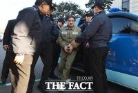[TF포토] '초췌한 모습'으로 호송차 내리는 안종범 전 수석