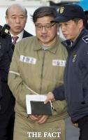 [TF포토] 헌재 출석한 안종범, '언짢은 표정'