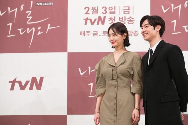 배우 신민아와 이제훈(오른쪽)은 내일 그대와에서 각각 유소준과 송마린 캐릭터를 연기한다. /tvN 제공