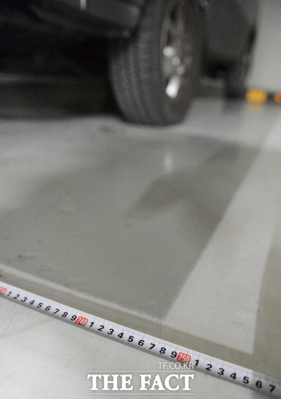 지난 26일 취재한 서울 래미안 영등포 프레비뉴 지하 주차장은 80% 이상을 광폭 주차 공간으로 설계했다. /이덕인 기자
