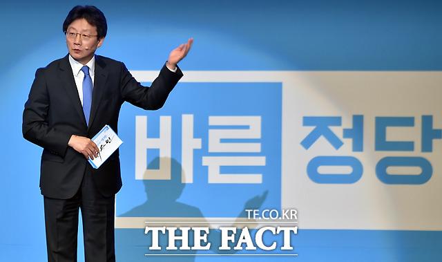 바른정당과 유승민 의원이 지지율이 좀처럼 상승하지 않으면서 김무성 재판등론이 더욱 힘을 받고 있다. /이새롬 기자
