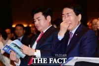 [TF사진관] 대권 주자 안상수-원유철 한자리… 대선 향해 순항(?)