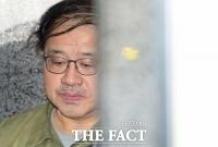 [TF포토] 특검 조사실 향하는 안종범 전 수석, '초췌한 모습'