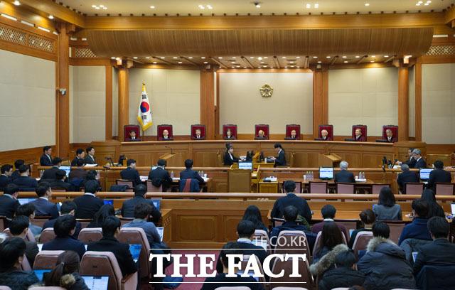 박한철 헌재소장 퇴임전 열렸던 박근혜 대통령 탄핵심판 8차 변론기일 모습. 헌재가 오는 22일 증인신문을 마무리할 방침을 확정함에 따라 탄핵심판이 3월초에 결정될 것으로 보여진다./사진공동취재단