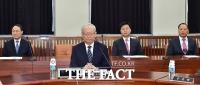 [TF포토] 김정남 피살 사건으로 국회 찾은 이병호 국정원장
