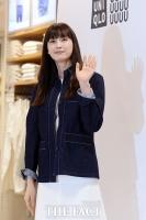 [TF포토] 이나영, '아름다운 인형의 손인사'