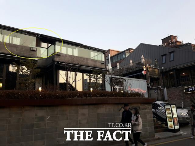 서울 혜화동에 있는 J사. 아래층은 카페로 운영중이고, 카페 건물 위층이 승리 아버지가 대표이사로 있는 부동산 투자사인 J사(원안)다. /강일홍 기자