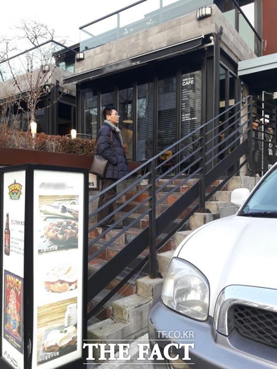 승리의 부모가 운영 중인 서울 혜화동 카페. 19일과 20일 오후 직접 찾은 J사는 문이 닫혀있었고, 바로 아래층 카페 관계자는 소송건에 대해 아는 바 없다고 대답을 피했다. /강일홍 기자
