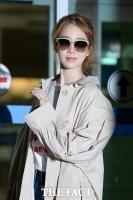 [TF포토] 유인나, '칼바람도 막지 못한 그녀의 패션'