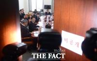 [TF포토] '안보 위기'…김정남 피살 관련 긴급 국방위 간담회