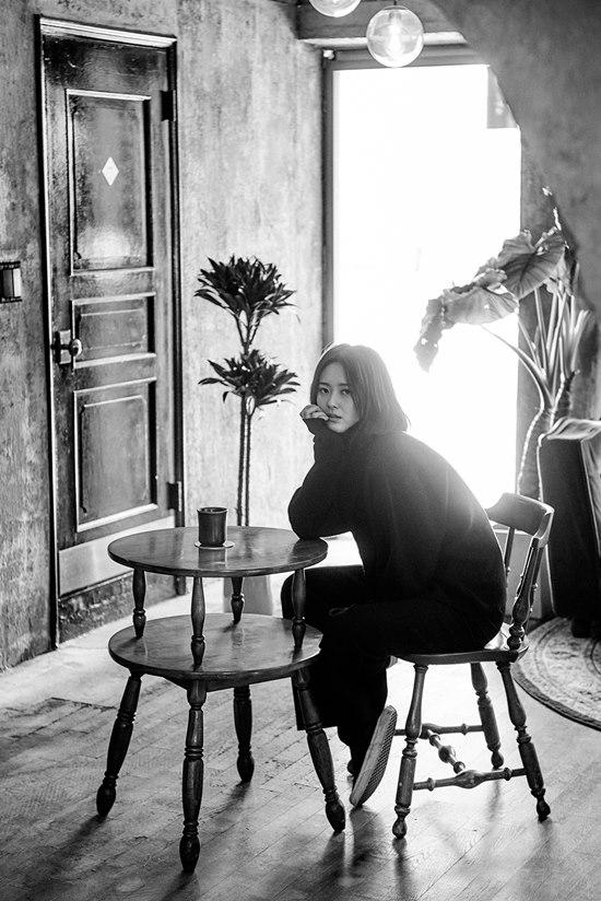 배우 고아라는 더팩트와 인터뷰에서 평소 연기를 위해 책을 많이 읽고 있다고 밝혔다. /아티스트컴퍼니 제공