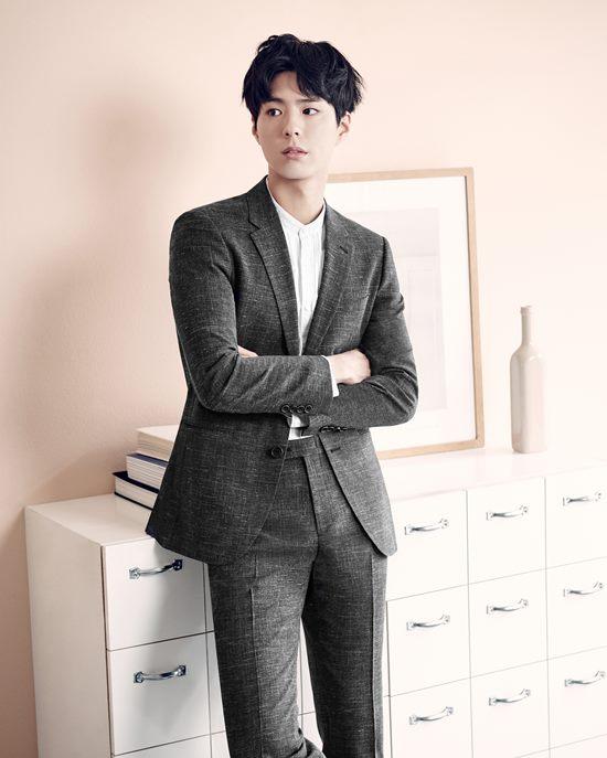 배우 박보검이 패션 브랜드 슈트 화보로 순정만화 같은 비주얼을 자랑했다. /LF TNGT 제공