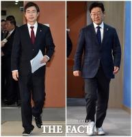 [TF포토] 조경태-이재명, 대권주자 트렌드는 '운동화?'