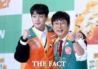 [TF포토] 윤두준-이수근, '사이 좋은 두 형제'