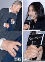 [TF포토] 홍상수-김민희, '약지에 끼워진 사랑의 징표'