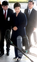 [TF포토] 피의자 신분으로 검찰 출석하는 박근혜 전 대통령