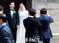[TF포토] '방그레~ 웃어요!'…빙그레 김호연 회장 장남 결혼식