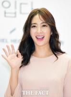 [TF포토] 송윤아, '봄꽃처럼 아름다운 미소'