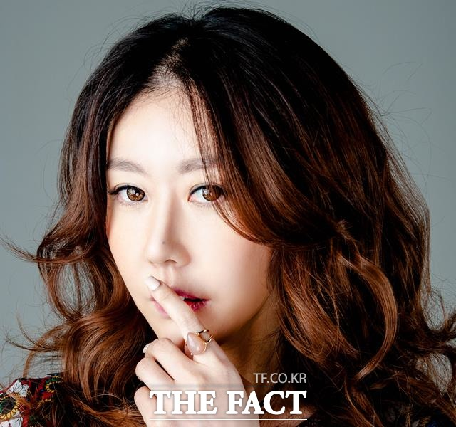 미스코리아 출전 권유받은 우월한 미녀 모델 서윤. 그녀가 최근 짠돌이 내사랑을 내고 트로계 바람몰이에 나섰다. /에스제이비보이즈 제공