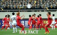 [TF포토] 김일성 경기장의 여자축구 남북전 '아쉬운 무승부'