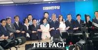 [TF현장] 민주당, 선대위 진통 끝에 출범…이종걸 합류·박영선 불참