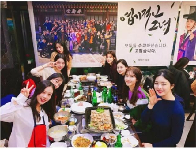 에릭-나혜미 결혼! 에릭과 결혼을 발표한 배우 나혜미(오른쪽 위에서 세 번째)가 인스타그램에 근황을 공개했다. /나혜미 인스타그램
