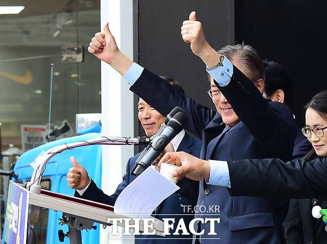연설을 마친 문재인 후보의 강렬한 시선!!