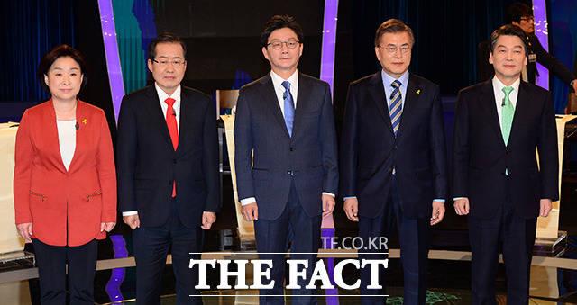 유승민 바른정당 대선후보(가운데)는 19일 오후 10시 서울 여의도 kBS에서 열린 두 번째 대선 TV토론에서 전술핵 재배치가 필요하다고 주장했다. /국회사진취재단