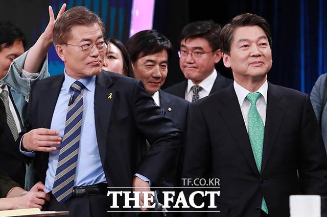 문재인 더불어민주당 대선후보은 유승민 바른정당 후보의 '북한이 주적이냐'는 질문에