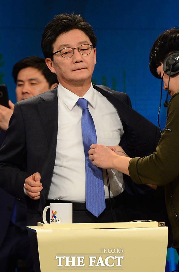 유승민 바른정당 대선후보는 21일 방송기자클럽토론회 직후 기자들과 만나 홍준표 자유한국당 후보의 '돼지발정제 논란'에 대해
