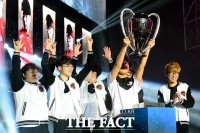 [TF포토] SKT T1, 'KT롤스터 누르고 롤챔스 우승!'