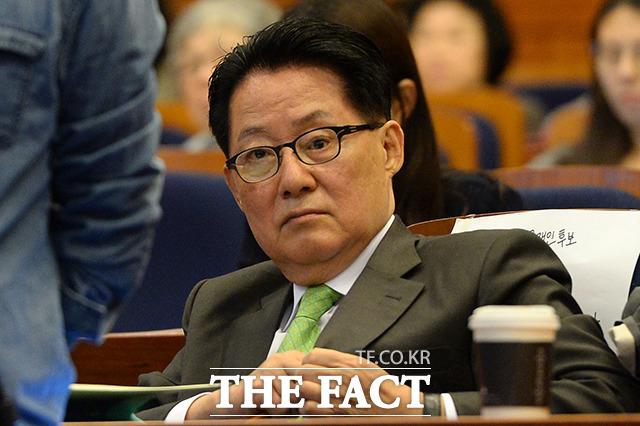 박지원 국민의당 대표 등 지도부는 28일 오후 서울 여의도 당사에서 브리핑을 열고 문준용 씨가 고용정보원에서 근무하지 않으면서 매월 급여를 받았다며 문재인 후보의 사퇴를 주장했다./더팩트DB