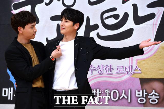 SBS 새 수목드라마 수상한 파트너에서 배우 최태준(왼쪽)이 지창욱의 우정을 갈구하는 역을 맡아 현실에서도 캐릭터와 비슷한 농담을 던졌다. /남윤호 기자