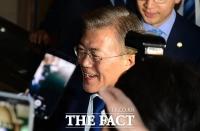 [TF포토] '환한 미소로 광화문 광장 향하는 문재인 후보'
