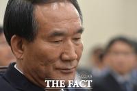문재인 대통령, '임행곡 제창 반대' 박승춘 보훈처장 사표 수리