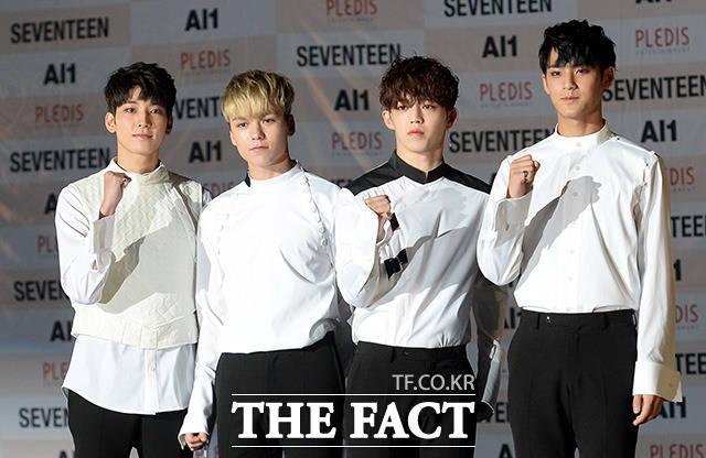 그룹 세븐틴의 힙합팀의 멤버들이 포즈를 취하고 있다.