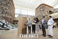 [TF포토] '독서 삼매경 빠져볼까?…스타필드 코엑스 별마당 도서관 오픈