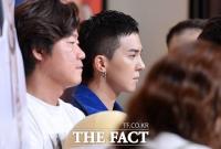 [TF포토] '조각미남' 송민호, '눈에 띄는 귀걸이'