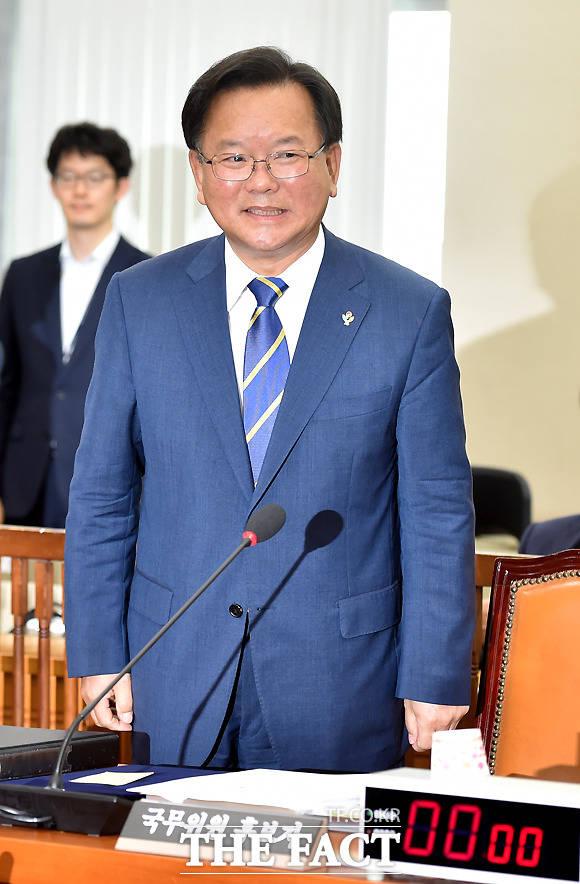 밝은 표정으로 출석한 김부겸 후보자